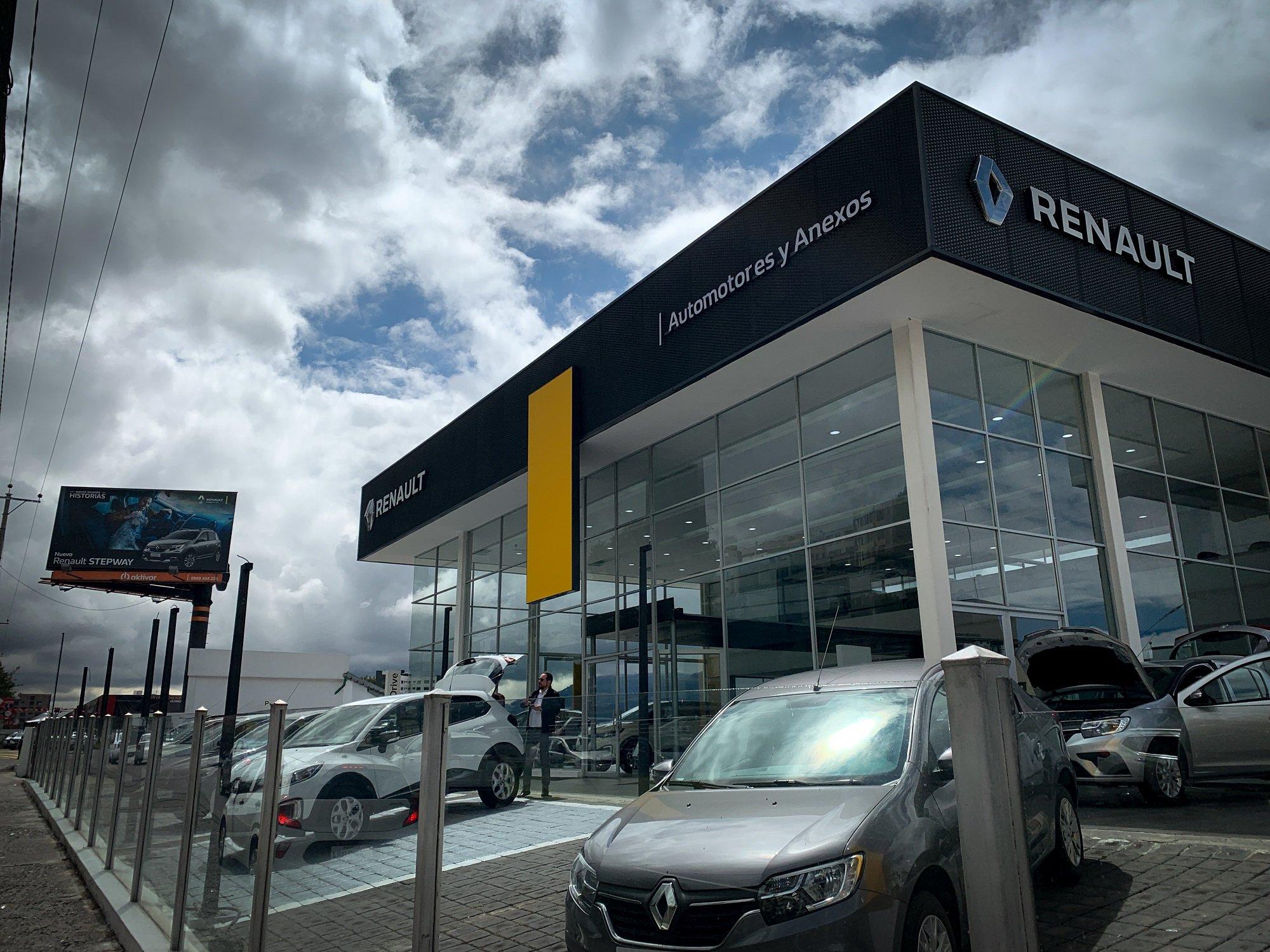 Concesionario-Vehiculos-Renault-Eloy-Alfaro-A3-Arquitectos-Quito-Ecuador-2